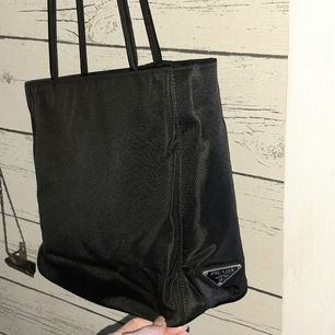 Äkta Prada väska..Ny Skick, nylon  w26×D9×H23 cm. Prada Vintage Long Handle City Handbag black Nylon Tote