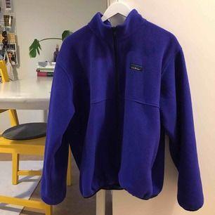 VÄRLDENS mysigaste oversize fleece i härlig blålila färg. Bjussar på frakt! 😇