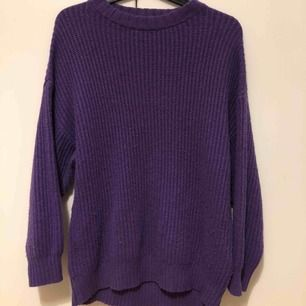 En oversize stickad lila tröja från Carlings! Strl xs, 120kr +frakt (använd ett fåtal gånger)