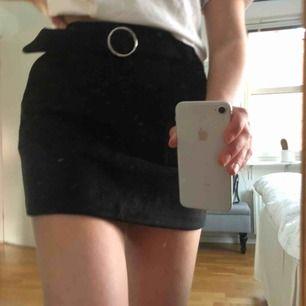 Svart kjol från Bershka🤩 Aldrig använd!