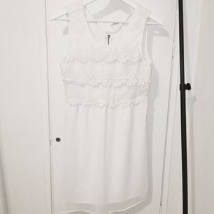 Vit klänning från Vero Moda, använd fåtal gånger.