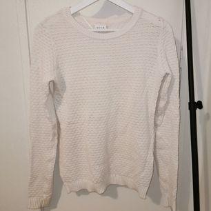 Stickad vit tröja från VILA.