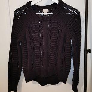Svart stickad tröja från H&M.