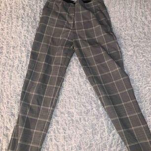 Fina kostymbyxor  Sitter super bra Kostar 50 kr + frakt