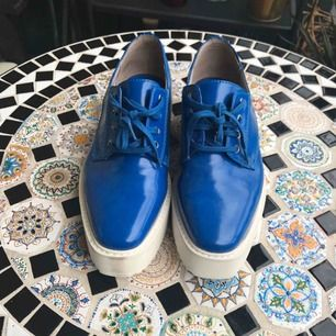 Electric blue derby shoes, never been worn. 36.