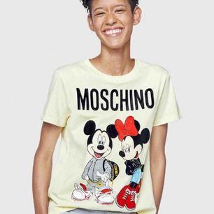 Moschino t-shirt , i storlek S