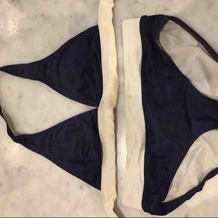 Bikini från race marine. Underdel i storlek 38 och överdel i storlek 36. Säljs pågrund av att den aldrig kommer till användning