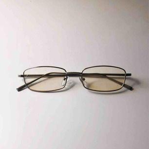 Trendiga, gula glasögon Oanvända men välbevarade:) Frakt betalar köparen