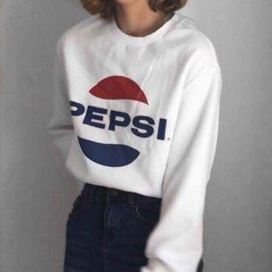 Väldigt cool sweatshirt med Pepsi-logga. Vintage-stil. Helt ny och oanvänd!