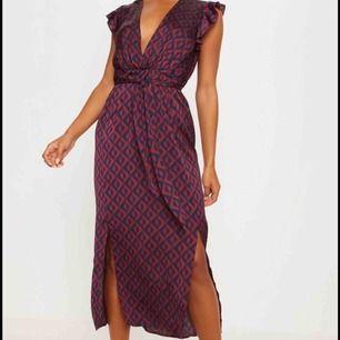 Nyköpt, oanvänd klänning från Pretty Little Thing.