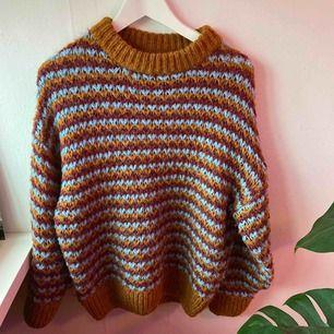 Supermysig och fin tröja från pull&bear, frakt tillkommer :)