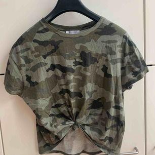 Snygg lite cropad tshirt från Zara. Knuten har jag gjort själv!