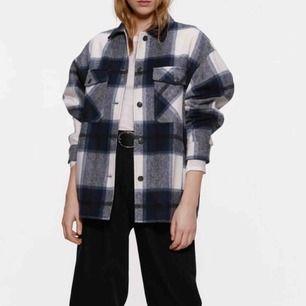 Rutig skjortjacka från Zara! Bra skick!