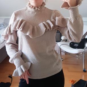 Fin beige stickad tröja från gina tricot. Möts upp i stockholm.😊💕