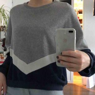 Sweatshirt från Pull & Bear. Passar både S-M då den är oversized. 80kr + frakt 💖
