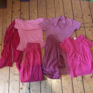 Kläd bundle få allt för 480 Ett par mjukisbyxor straight leg (XS) En klänning (XS-S) En lila, rosa skjorta ,En snygg detaljerad cardigan , samt två söta tops en off The shoulder och en v ringad. Original pris för allt 700 spara 220:)