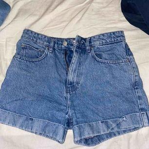 Jeans shorts från na-kd. Frakt tillkommer 30kr