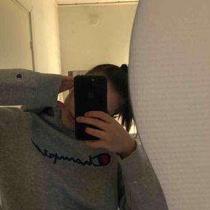 Champion hoodie, Passar mig perfekt som har S, så storleken ljuger lite, frakt tillkommer, 💕 är en tröja från herr avdelningen, men passar unisex