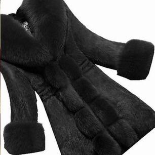 Världens mysigaste faux fur jacka, använd ett fåtal gånger!  Passar nästan alla storlekar  (Bild från hemsidan)