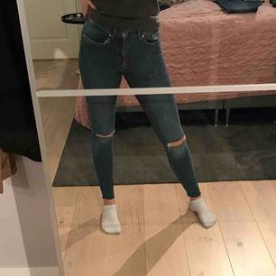 Jeans från Ginatricot.