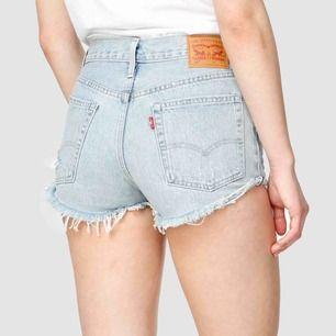 Skit snygga Levis 501 shorts i w24/32/XS knappt använda jätte bra kvalitet!