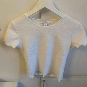 Gullig bas T-shirt från topshop