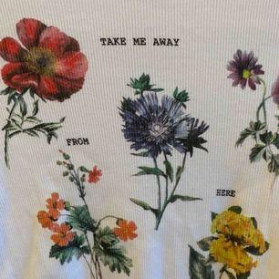 Fin blommig tröja från bershka