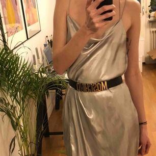 Silvrig klänning från HM, endast använd en gång