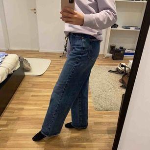 Frakt ingår!! Så snygga byxor som ja köpte på plick men tyvärr var lite stora (brukar ha 38 och dessa är i 40). Långa, högmidjade och vida! Kan skicka fler bilder privat☺️