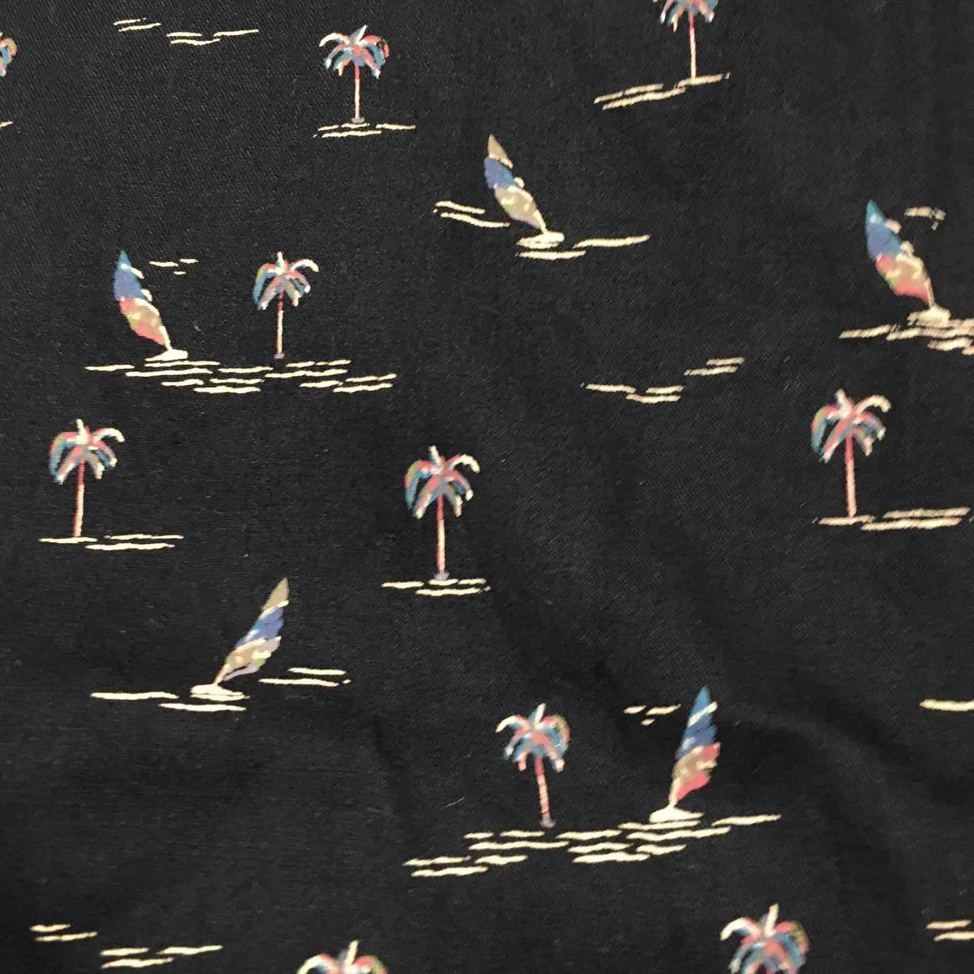 """""""Hawaii""""-skjorta som är i bra skick från Pull&Bear.  - Frakt tillkommer för köparen (40kr) . Skjortor."""