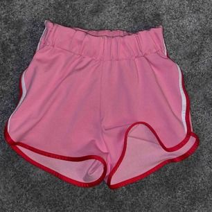 Jättefina shorts från Carlings som användes mest förra sommaren, men som är i nyskick! ✨ Säljer pga att jag inte använder dem länge. Frakt tillkommer 💕