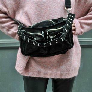 Säljer nu min fina Noella väska. Den är i bra skick och de är den lilla modellen. :)