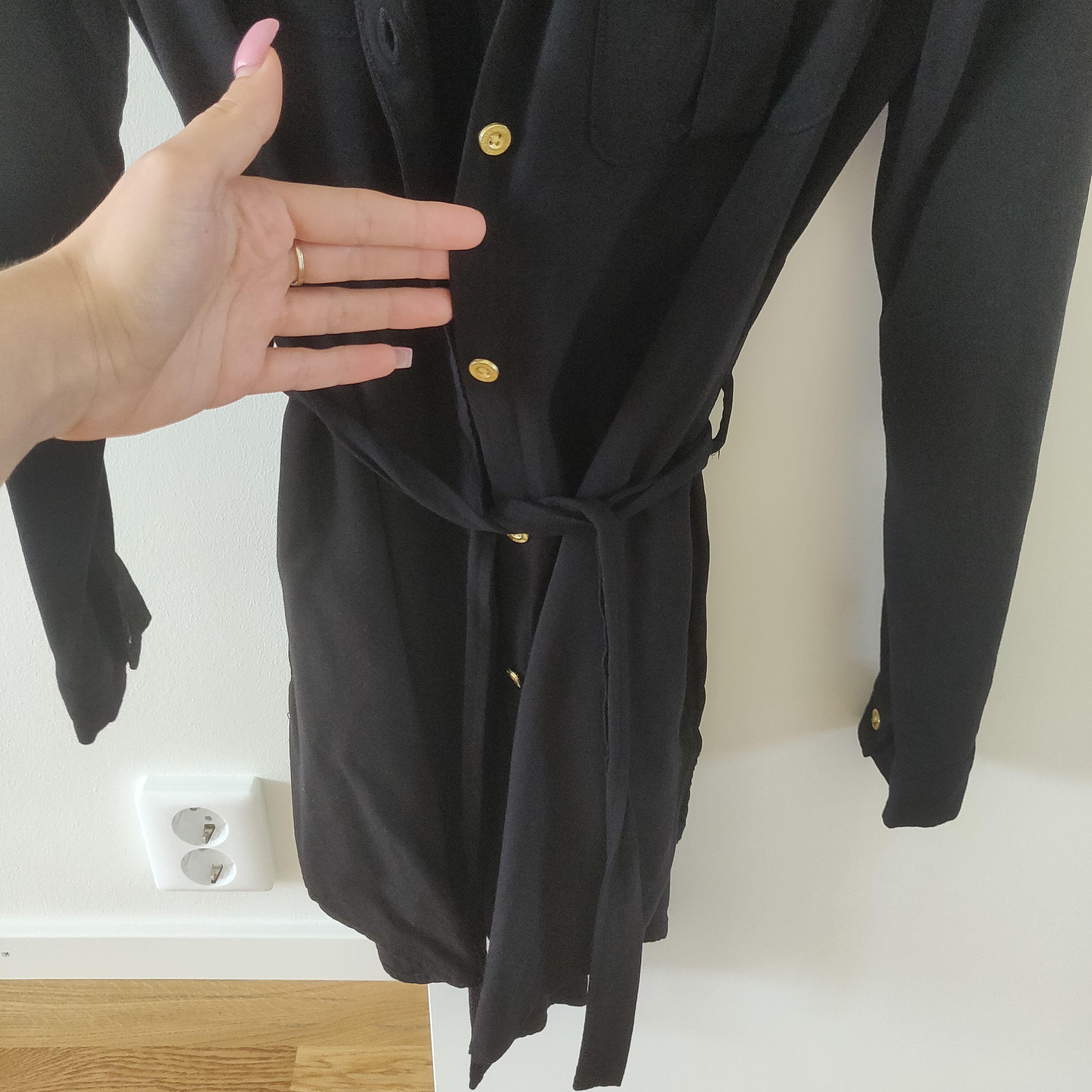 Ny och oanvänd 💕. Om man är mindre än 160cm så den kan bli också som klänning. Frakt tillkommer 44kr. Man får alltid bildbevis och postbevis av paketet😎🙂.. Skjortor.