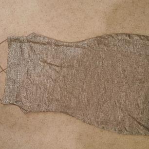 Aldrig använd kläning från divided H&M. Frakt tillkommer