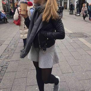 Stretchig kjol från Zara. Nyskick! Frakt 40 kr 🤎