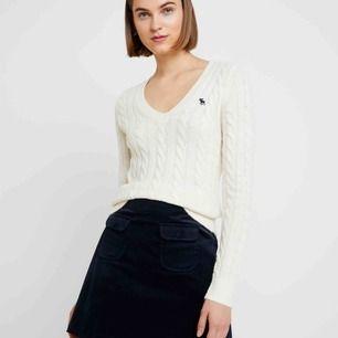 En kabelstickad tröja från Abercrombie & Fitch, står M men passar nog mer en XS-S