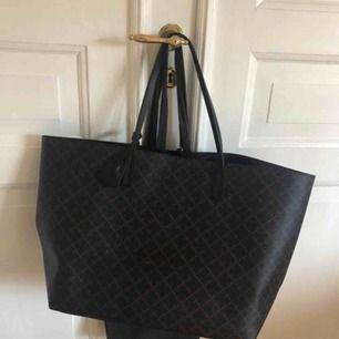 Marlene Birger Abi Tote väska säljes då jag ej gillar stora väskor o fick denna i gåva