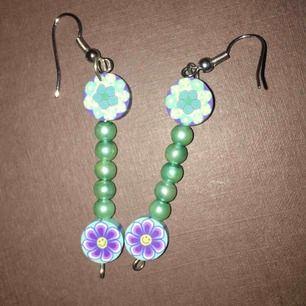 Säljer örhängen för flickor 5:-