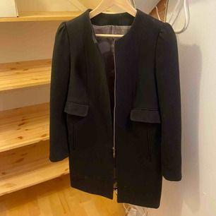 Skräddarsydd kappa som passar till höst/tidig vår! Uppsydd i en finare bomull efter en populär modell från Zara!