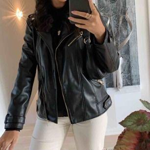 Lite oversized Skinnjacka från Zara! Använd fåtal gånger