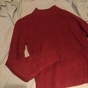 Ribbad tröja med halvpolo
