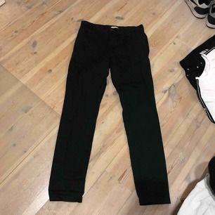 Weekday jeans mossgröna. Använd en gång. Bra skick. Storlek 29. Pris 150 kr