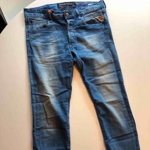 Replay jeans knappt använda stl 29 kan skicka fler bilder