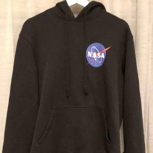 NASA hoodie köpt på H&M. Storlek L, fint skick. Orginal priset var runt 200kr. Köparen står för frakten!