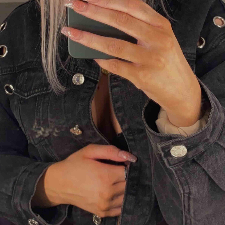 skitsnyggggg jeansjacka från jfr, strl s 150kr 🌟. Jackor.