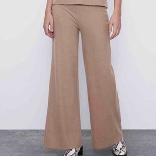 Super sköna byxor från Zara. Aldrig använt!! Så lapp finns kvar! Typ mjukisbyxor fast snyggare variant