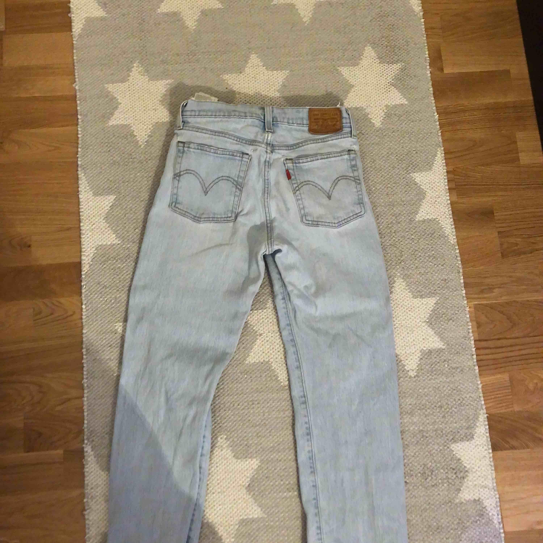 Ord pris 1200 säljer för 500. Frakt ingår. Kan mötas i Uppsala. Bra skick (: . Jeans & Byxor.