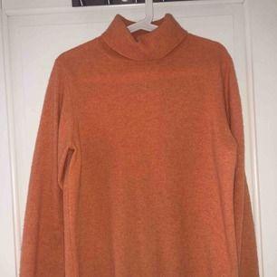Superfin stickad tröja i cashmere, köpt på betong retro   Aldrig använt den så den är i helt nyskick