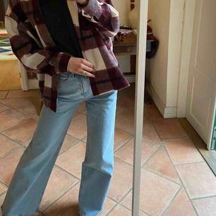 High Rise Culotte Jeans ifrån others storie. Använda en gång och säljes eftersom de är köpta för stora. Kan mötas upp i Hbg om det önskas! Frakt tillkommer.