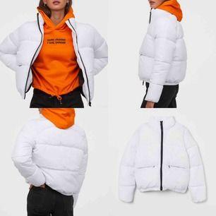 Puffer jacket/vadderad jacka från h&m i jätte fint skick🤍varm! perfekt den här årstiden😍